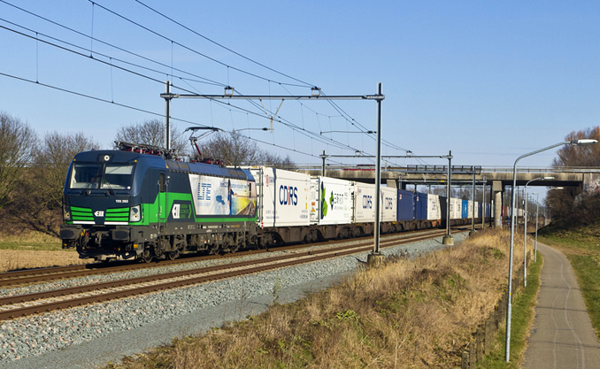 container vectron train